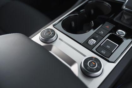 2021 Volkswagen Touareg R eHybrid - UK version 98