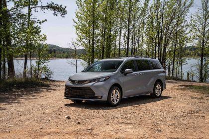 2022 Toyota Sienna Woodland Special Edition 4