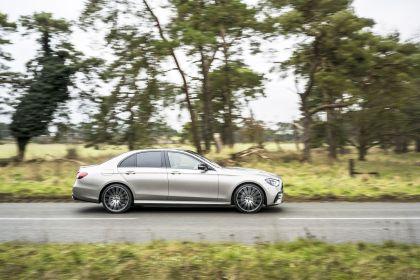 2021 Mercedes-Benz E 220 d - UK version 40