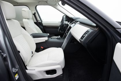 2021 Land Rover Discovery D300 MHEV SE 23