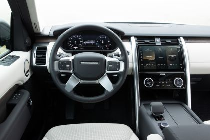 2021 Land Rover Discovery D300 MHEV SE 26