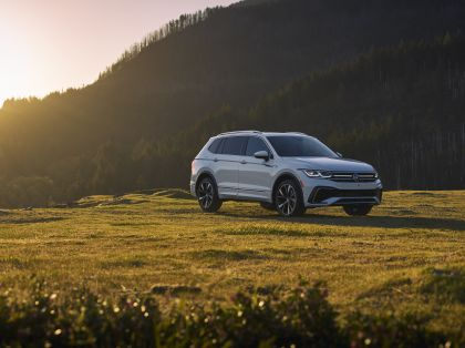 2022 Volkswagen Tiguan SEL R-Line - USA version 10