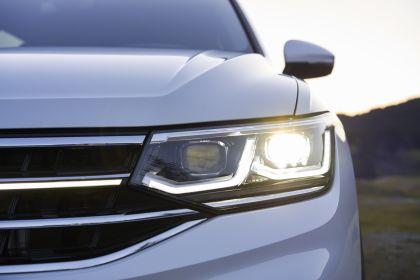 2022 Volkswagen Tiguan SEL R-Line - USA version 17