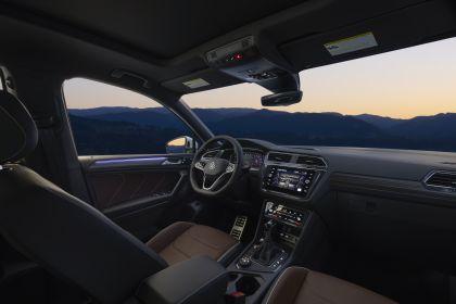 2022 Volkswagen Tiguan SEL R-Line - USA version 21