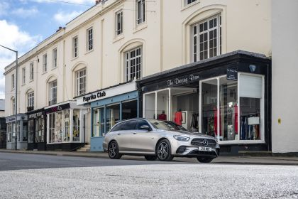 2021 Mercedes-Benz E 300 de Estate - UK version 1