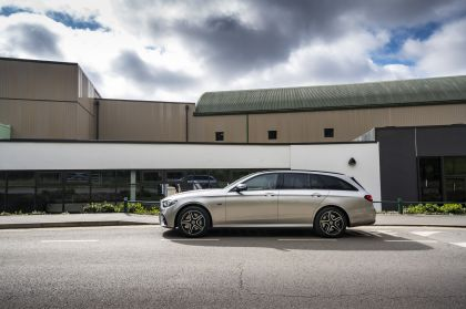 2021 Mercedes-Benz E 300 de Estate - UK version 6