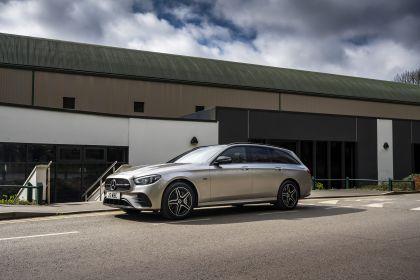 2021 Mercedes-Benz E 300 de Estate - UK version 7
