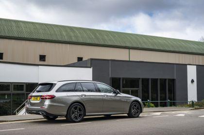 2021 Mercedes-Benz E 300 de Estate - UK version 9