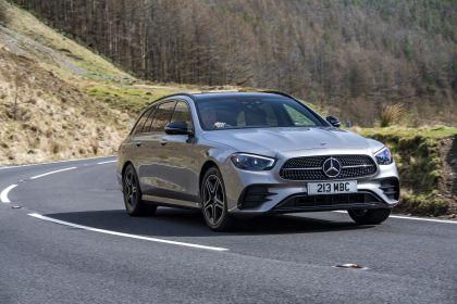 2021 Mercedes-Benz E 300 de Estate - UK version 13