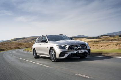 2021 Mercedes-Benz E 300 de Estate - UK version 16