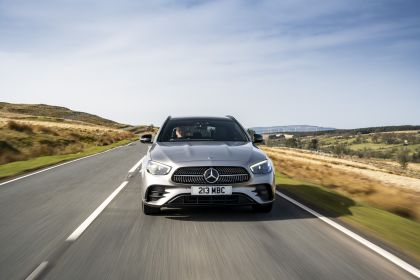 2021 Mercedes-Benz E 300 de Estate - UK version 20