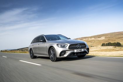 2021 Mercedes-Benz E 300 de Estate - UK version 21