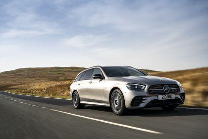 2021 Mercedes-Benz E 300 de Estate - UK version 23
