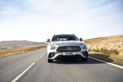 2021 Mercedes-Benz E 300 de Estate - UK version 24