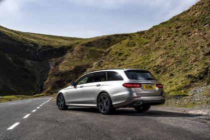 2021 Mercedes-Benz E 300 de Estate - UK version 32