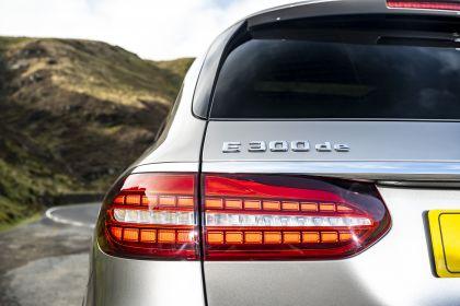 2021 Mercedes-Benz E 300 de Estate - UK version 36