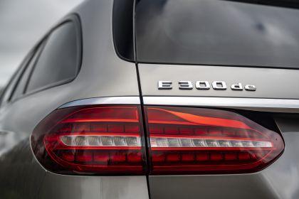 2021 Mercedes-Benz E 300 de Estate - UK version 37