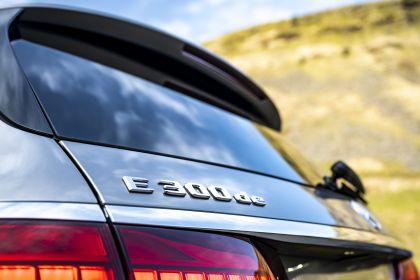 2021 Mercedes-Benz E 300 de Estate - UK version 38