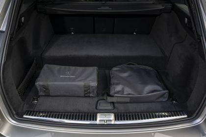 2021 Mercedes-Benz E 300 de Estate - UK version 42