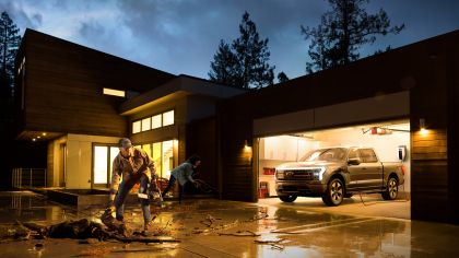 2022 Ford F-150 Lightning Platinum 4