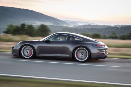 2021 Porsche 911 ( 992 ) GT3 with Touring package 28