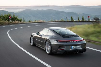 2021 Porsche 911 ( 992 ) GT3 with Touring package 34