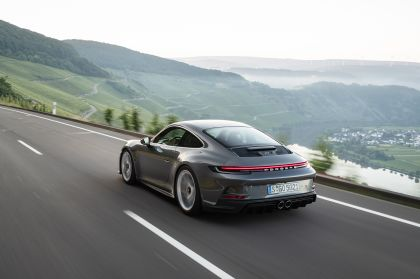 2021 Porsche 911 ( 992 ) GT3 with Touring package 35