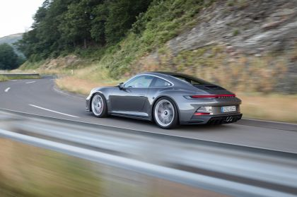 2021 Porsche 911 ( 992 ) GT3 with Touring package 36