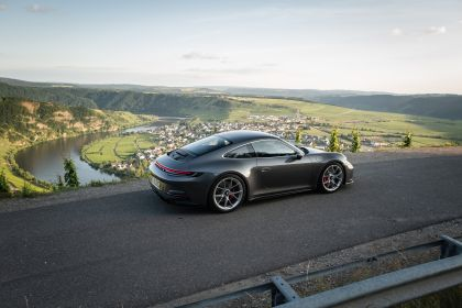 2021 Porsche 911 ( 992 ) GT3 with Touring package 40