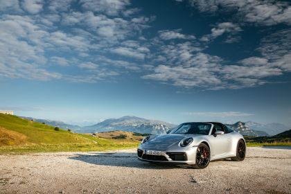 2022 Porsche 911 ( 992 ) Targa 4 GTS 32