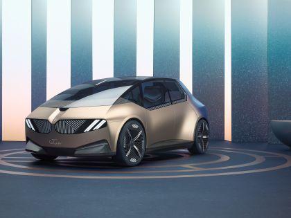 2021 BMW i Vision Circular 10