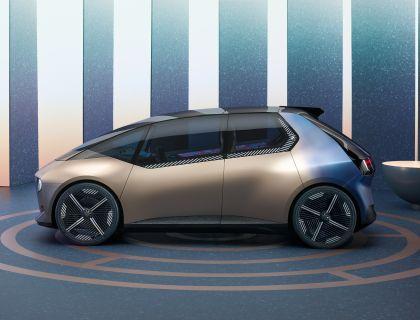 2021 BMW i Vision Circular 11
