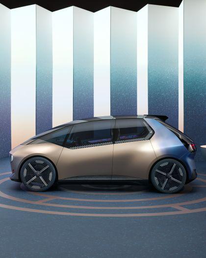 2021 BMW i Vision Circular 13