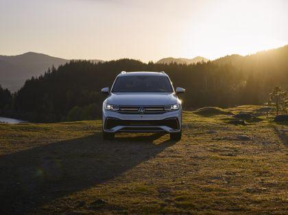 2022 Volkswagen Tiguan SEL R-Line - USA version 2