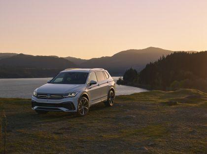 2022 Volkswagen Tiguan SEL R-Line - USA version 3