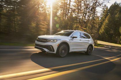 2022 Volkswagen Tiguan SEL R-Line - USA version 9