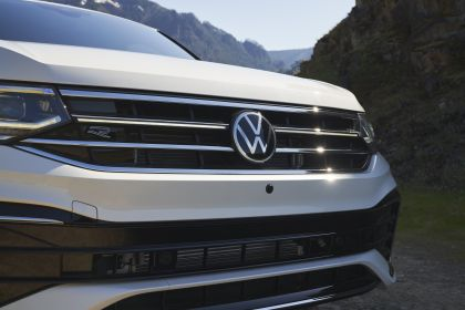 2022 Volkswagen Tiguan SEL R-Line - USA version 54