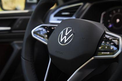 2022 Volkswagen Tiguan SEL R-Line - USA version 95