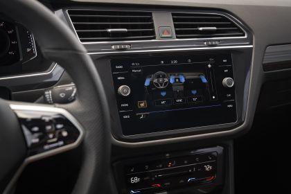 2022 Volkswagen Tiguan SEL R-Line - USA version 101