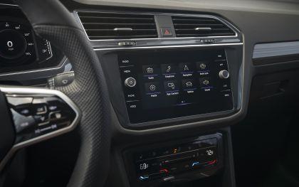 2022 Volkswagen Tiguan SEL R-Line - USA version 102