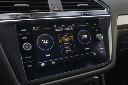 2022 Volkswagen Tiguan SEL R-Line - USA version 104