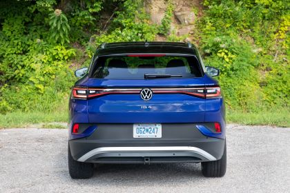 2022 Volkswagen ID.4 AWD Pro S with Gradient Package - USA version 6