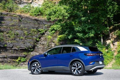2022 Volkswagen ID.4 AWD Pro S with Gradient Package - USA version 9