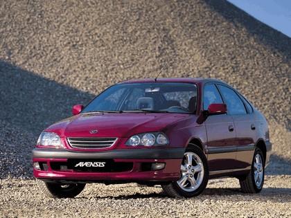 1997 Toyota Avensis hatchback 2