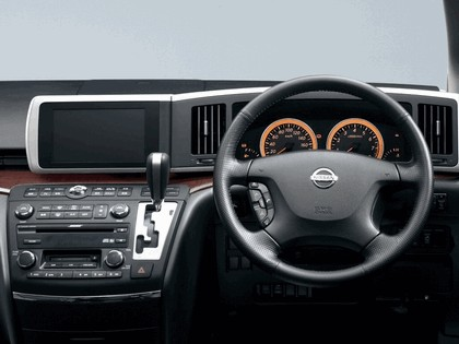 2002 Nissan Elgrand 14