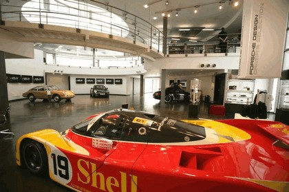 2009 Porsche driving experience centre at Silverstone 12