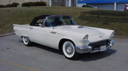 1957 Ford Thunderbird 4