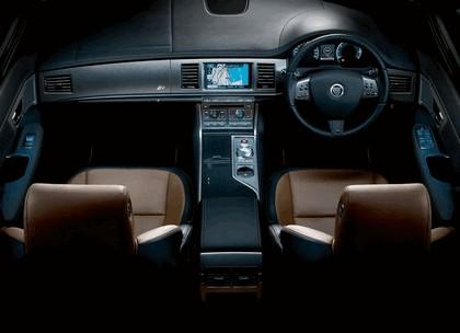2010 Jaguar XFR 33