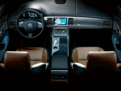 2010 Jaguar XFR 34