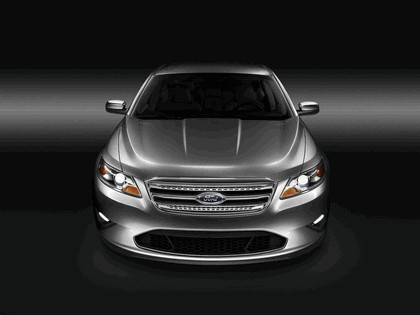 2010 Ford Taurus Limited 3